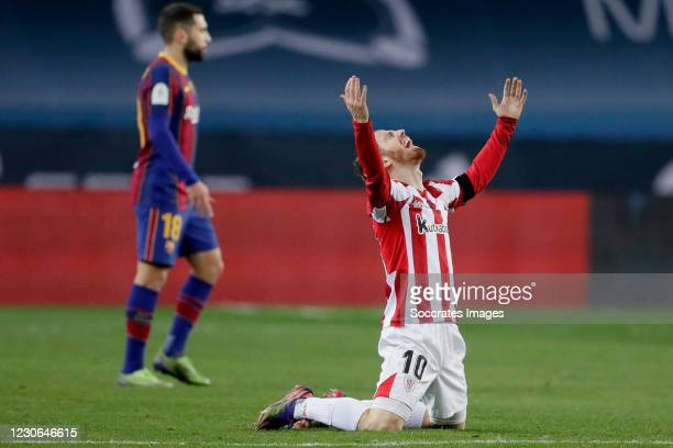 Iker Muniain of Athletic Bilbao celebrates the victory during the Spanish Super Cup match between FC Barcelona v Athletic de Bilbao at the La Cartuja...