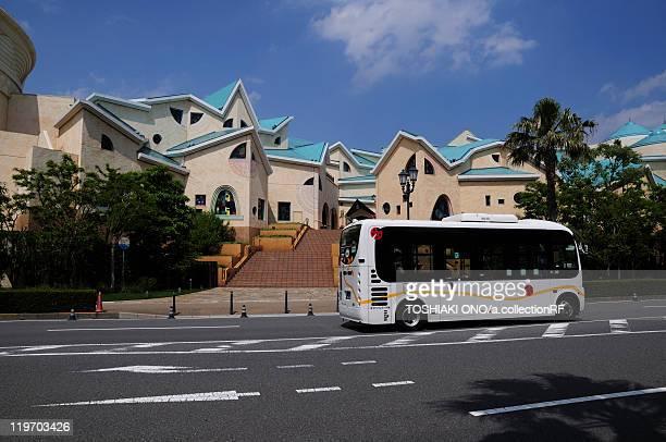 ikspiari shopping mall and road in maihama, urayasu city, chiba prefecture, honshu, japan - chiba bus ストックフォトと画像