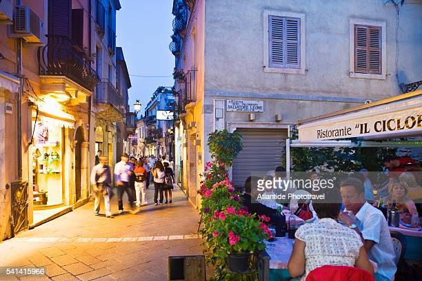 il ciclope restaurant on umberto i street - ciclope foto e immagini stock