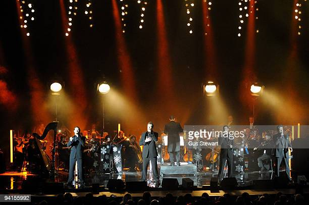 Il Divo performs on stage at Hammersmith Apollo on December 8, 2009 in London, England.