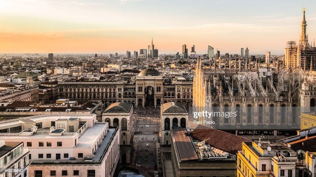 Il Duomo E La Skyline Di Milano Dalla Terrazza Martini Stock Photo ...