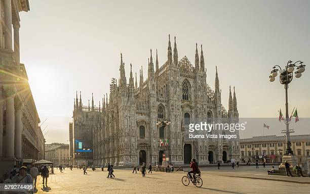 il duomo (the cathedral) of milan - cathedral stock pictures, royalty-free photos & images