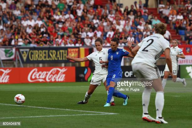 Ilaria Mauro of Italy scores the equalizing goal during the UEFA Women's Euro 2017 Group B match between Germany and Italy at Koning Willem II...