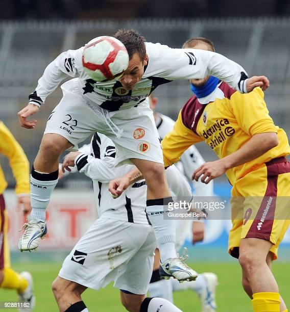 Ilario Aloe of Ascoli Calcio in action during the Serie B match between Ascoli Calcio and AS Cittadelle at Stadio Cino e Lillo Del Duca on November 7...
