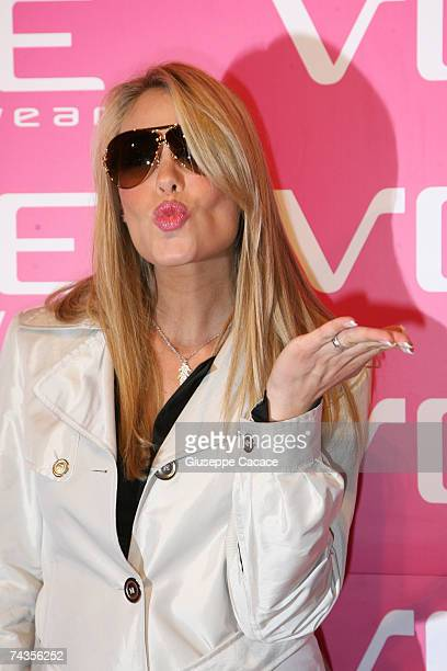 Ilary Blasi arrives the Vogue Eyewear Party at Quattrocento on May 29 2007 in Milan Italy