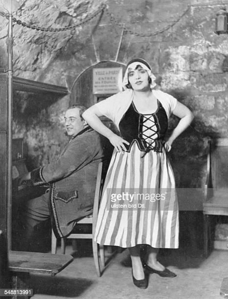 Ile de France Paris: Cabaret in Paris - 'baveau des oubliettes': cabaret singer singing french folk songs in a subterranean oubliette near the river...