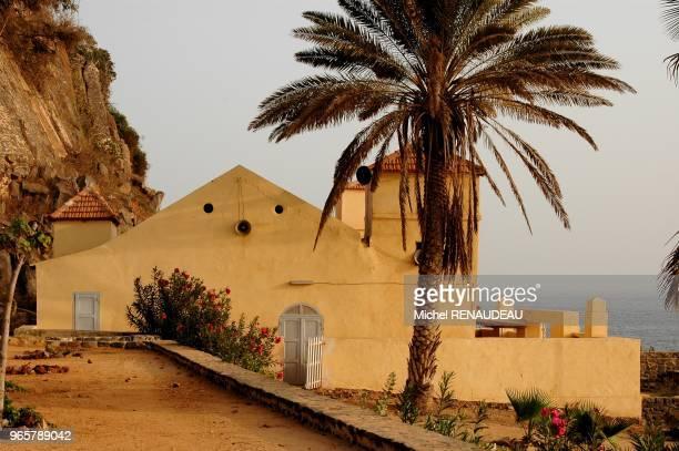 Ile de Gorée la mosquée est réputé pour etre la première mosquée construite en dur en afrique de l'ouest elle bénéficie aussi d'un emplacement...