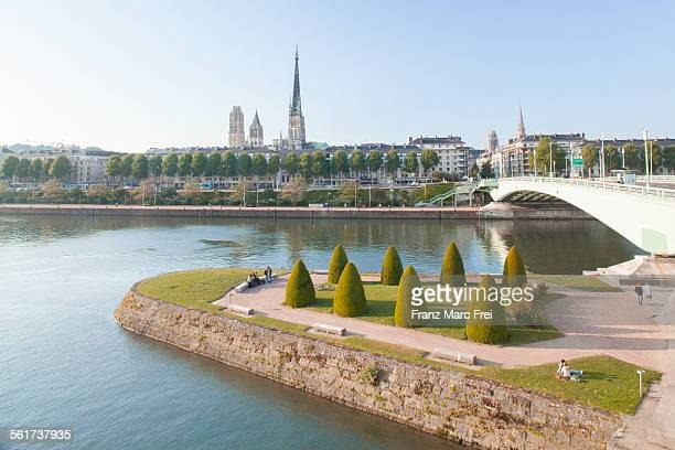 ile lacroix and the cathedral - rouen stock pictures, royalty-free photos & images