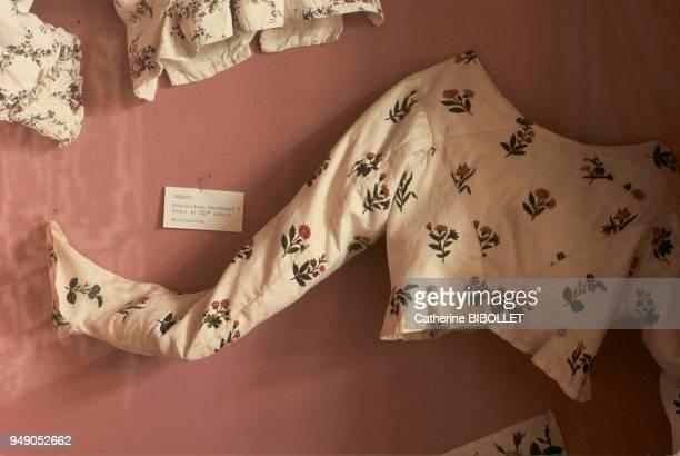 Yvelines a camisole in toile de Jouy at the Oberkampf Museum in JouyenJosas IledeFrance Yvelines un caraco en toile de Jouy dite indienne au musée...