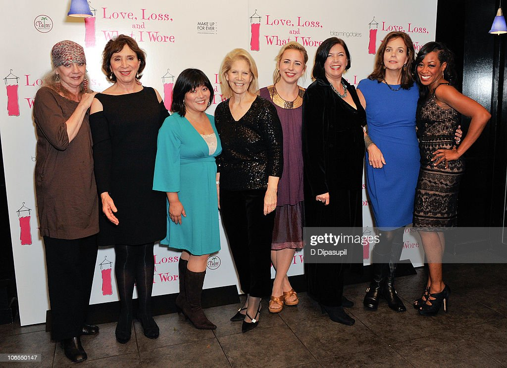 """""""Love, Loss, And What I Wore"""" Welcomes New Cast Members : Nachrichtenfoto"""