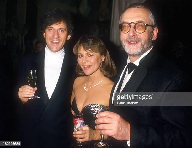 Ilja Richter Cornelia Froboess mit Ehemann Dr Hellmuth Matiasek ARDTVGala zum 85 Geburtstag von J o h a n n e s H e e s t e r s Glas Getränk /GT