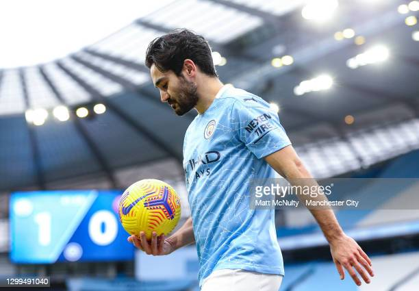 Ilkay Gundogan of Manchester City carries the ball during the Premier League match between Manchester City and Sheffield United at Etihad Stadium on...