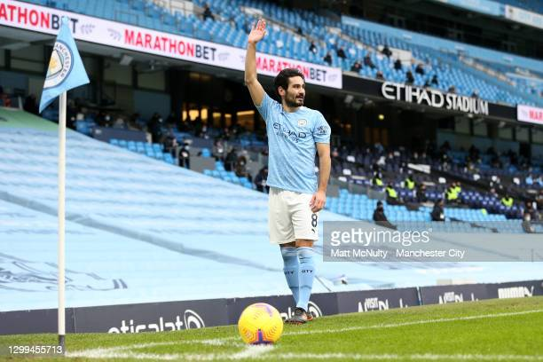 Ilkay Gundogan of Manchester City prepares to take a corner kick during the Premier League match between Manchester City and Sheffield United at...