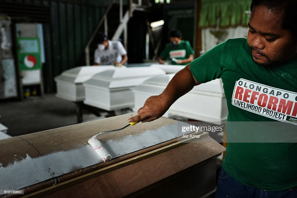 Filipino Drug Users Build Coffins In Rehab : News Photo