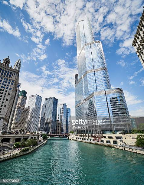 USA, Illinois, Chicago, Chicago River, Trump Tower, high-rise buildings