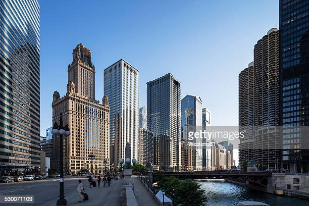 USA, Illinois, Chicago, High-rise buildings at Chicago River