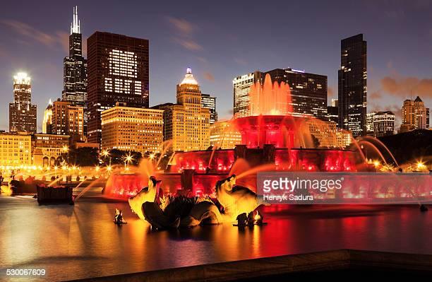 USA, Illinois, Chicago, Illuminated Buckingham Fountain at dusk