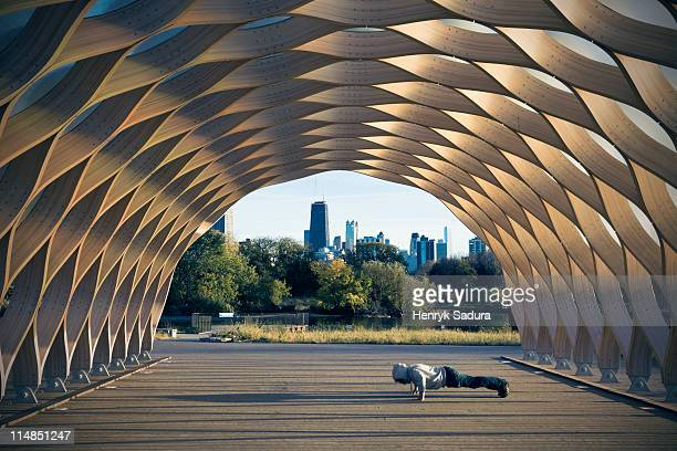 USA, Illinois, Chicago, Man exercising in Lincoln Park