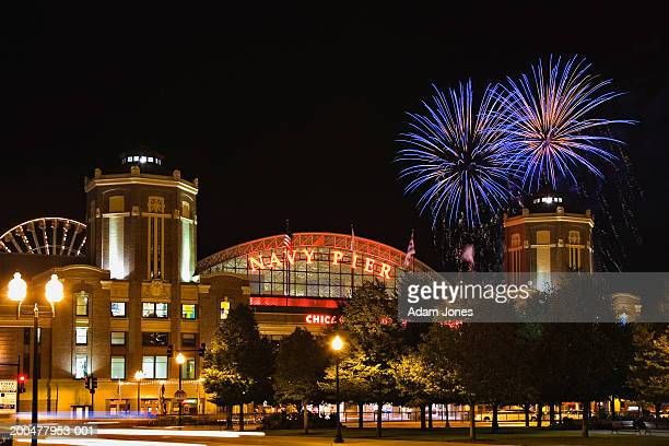 usa, illinois, chicago, navy pier, fireworks in sky, night - navy pier stock pictures, royalty-free photos & images