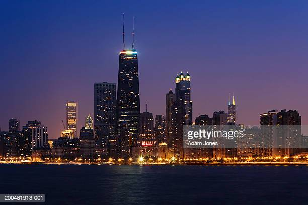 2 374 Chicago Skyline Night Photos And Premium High Res Pictures Getty Images