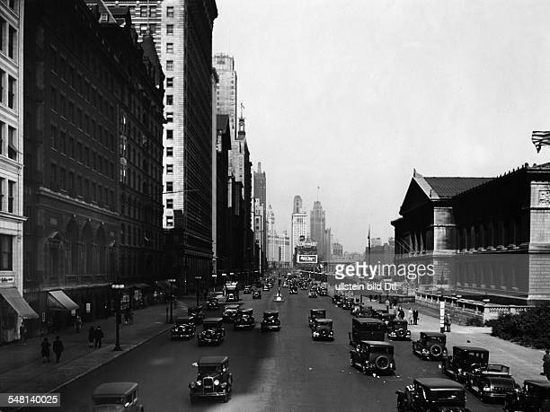 USA Illinois Chicago View into Michigan Avenue South on the right the Art Institute around 1935 Vintage property of ullstein bild