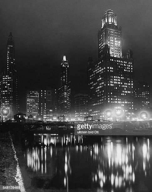 USA Illinois Chicago View over the Chicago river by night 1934 Published by 'Vossische Zeitung' 2/1934 Vintage property of ullstein bild