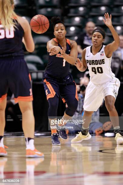 Illinois Fighting Illini guard BrandiBeasley kicks the pass out to Illinois Fighting Illini forward Ali Andrews during the game game between the...