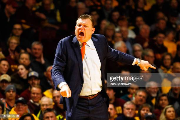 Illinois Fighting Illini head coach Brad Underwood reacts to a call in the 1st half during the Big Ten regular season game between the Illinois...