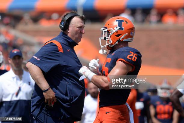 Illinois Fighting Illini head coach Bret Bielema talks with Illinois Fighting Illini running back Mike Epstein during the Big Ten Conference college...