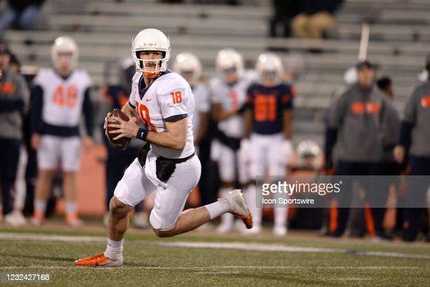 Illinois Fighting Illini quarterback Brandon Peters scrambles out of the pocket during the Illinois Fighting Illini Orange and Blue Spring football...