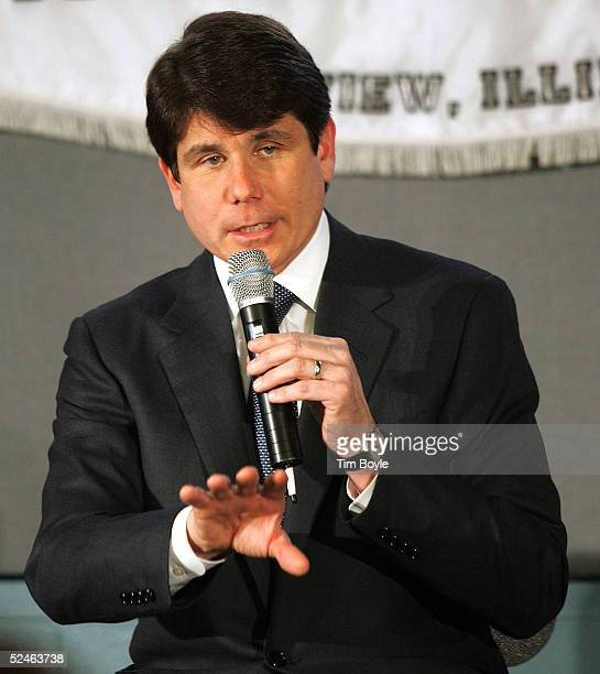 Illinois Governor Rod Blagojevich speaks at Springman Middle School March 21 2005 in Glenview Illinois Blagojevich joined parents supporters local...