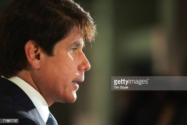 Illinois Governor Rod R Blagojevich speaks in the lobby of the University of Illinois at Chicago Molecular Biology Research building August 17 2006...