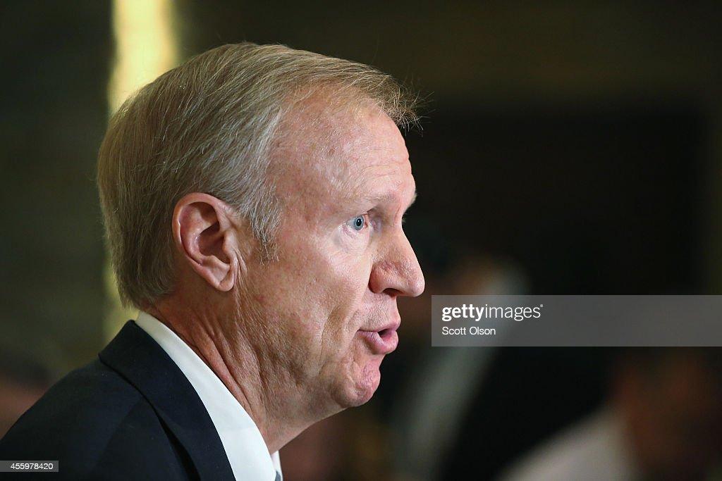 NJ Gov. Chris Christie And Illinois GOP Gubernatorial Candidate Bruce Rauner Hold Media Availability : News Photo