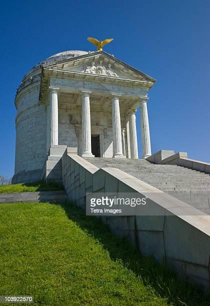 illinois memorial at vicksburg national military park - vicksburg_national_military_park stock pictures, royalty-free photos & images