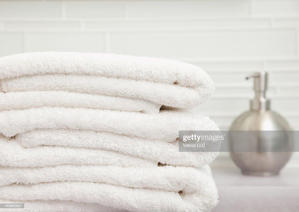 USA, Illinois, Metamora, focus on stack of towels in bathroom  : ストックフォト