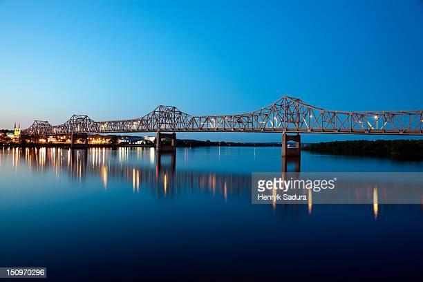 usa, illinois, peoria, bridge over river - ペオリア ストックフォトと画像