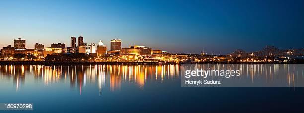 usa, illinois, peoria, city view at dusk - ペオリア ストックフォトと画像