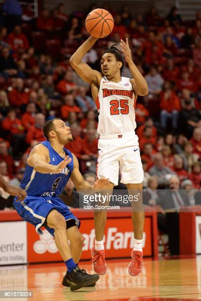 Illinois State University Redbirds guard Madison Williams passes the ball during the Missouri Valley Conference college basketball game between the...