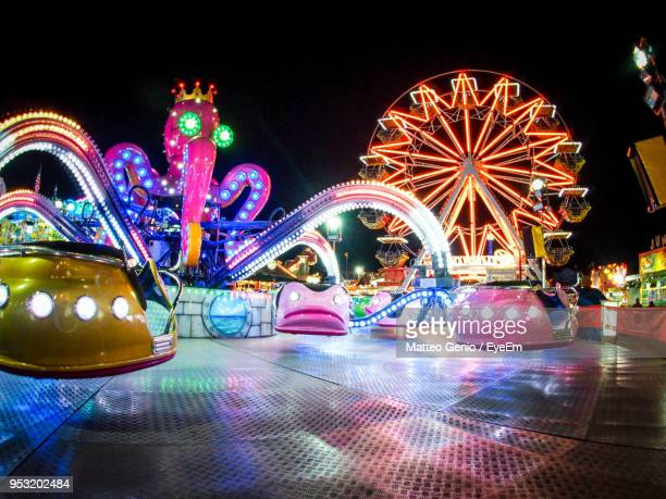 illuminated amusement park ride at night - traveling carnival stock pictures, royalty-free photos & images