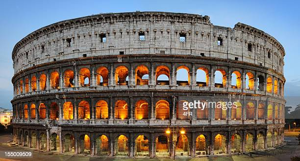 iluminado, el coliseo arcos romanos antiguos anfiteatro, roma, italia (xxxl - colosseum fotografías e imágenes de stock