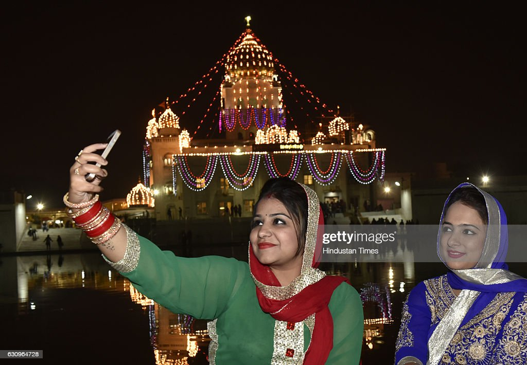 Illuminated Bangla Sahib Gurudwara on the eve of 350th birth anniversary of Guru Govind Singh on January 4 2017 in New Delhi India Guru Gobind Singh..