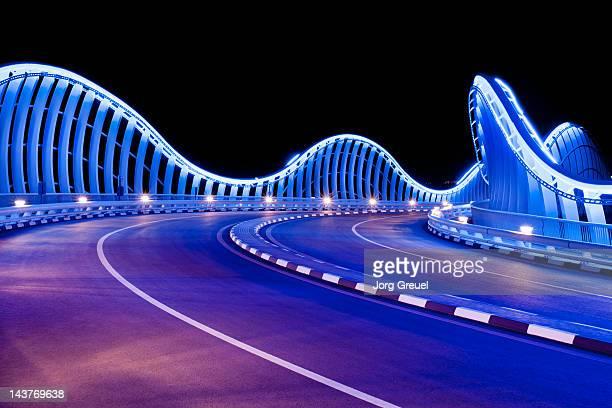 illuminated bridge at night - golfstaaten stock-fotos und bilder