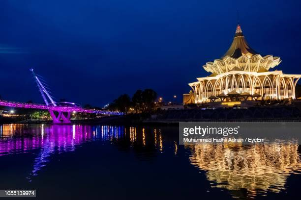 illuminated bridge over river at night - sarawak state stock pictures, royalty-free photos & images