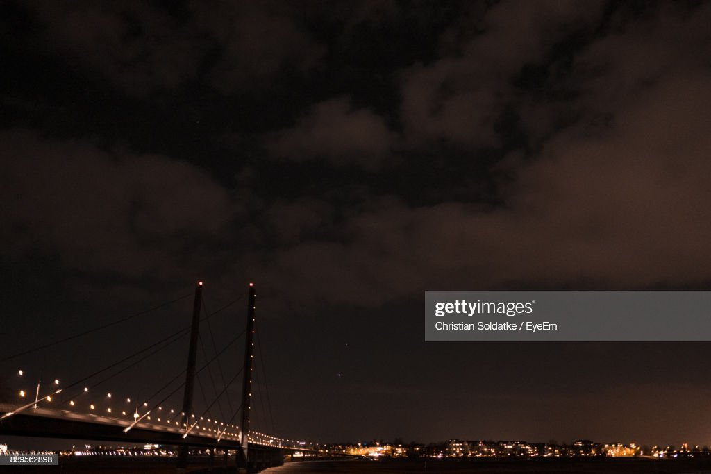 Illuminated Bridge Over Sea Against Sky At Night : Stock-Foto