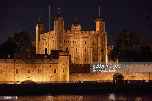 illuminated building against sky at night - tower of london stock pictures, royalty-free photos & images