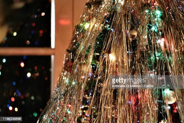 illuminated christmas tree at night - antonella di martino foto e immagini stock