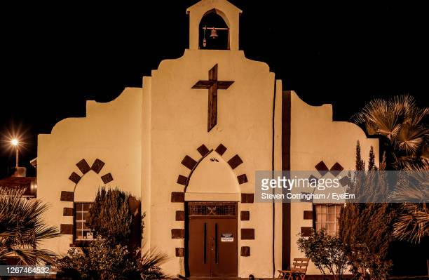 illuminated church buildings against sky at night - steven cottingham stock-fotos und bilder