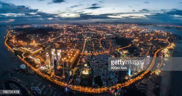 illuminated city at dusk - xiamen fotografías e imágenes de stock