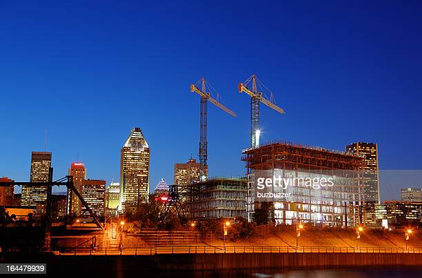 illuminated construction building at night - crane construction machinery stock pictures, royalty-free photos & images