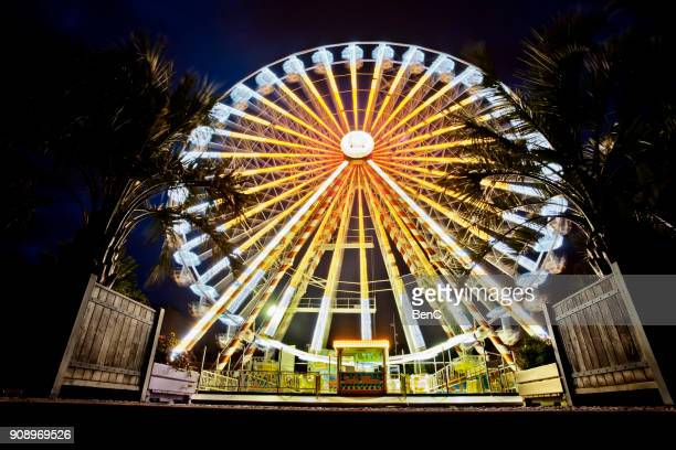 illuminated ferris wheel - radial symmetry stock pictures, royalty-free photos & images